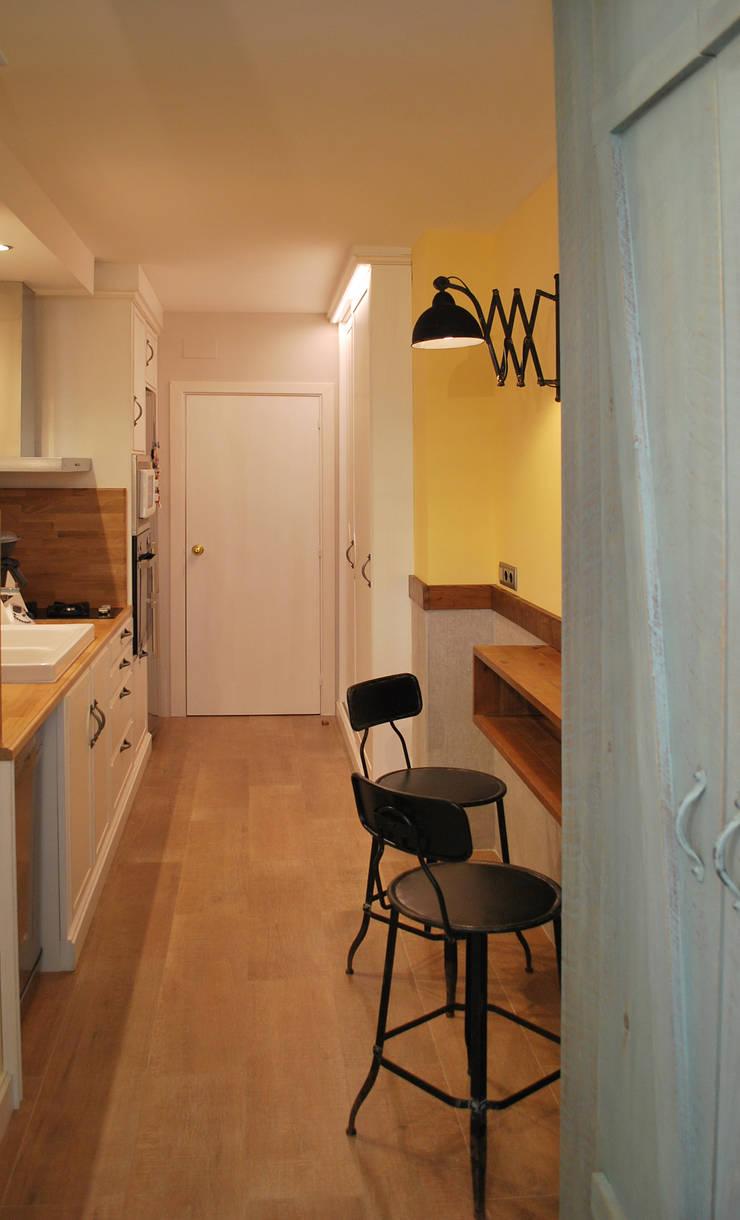 Dapur oleh Vicente Galve Studio, Industrial Parket Multicolored