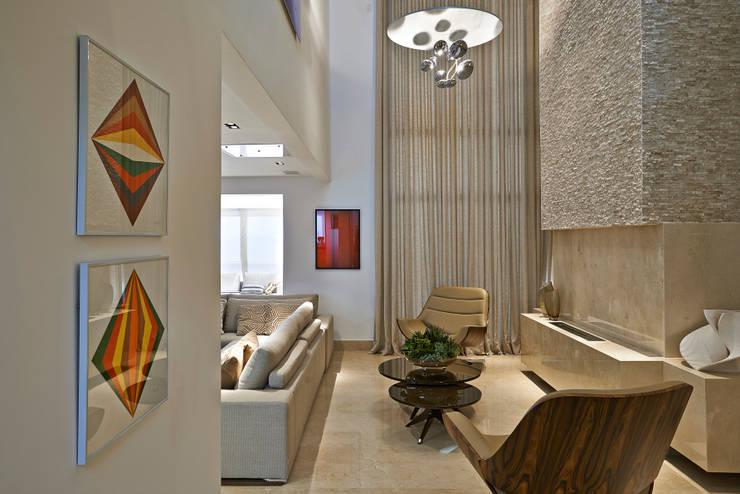 Cobertura V.L.S: Salas de estar modernas por Bellini Arquitetura e Design