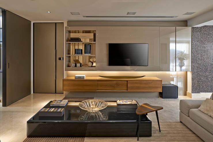 Cobertura V.L.S: Salas multimídia modernas por Bellini Arquitetura e Design