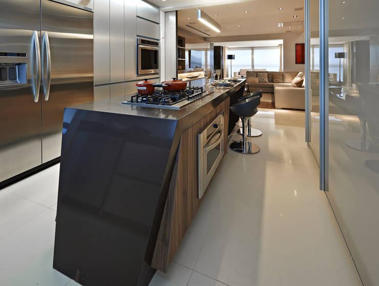 Cobertura V.L.S: Cozinhas modernas por Bellini Arquitetura e Design