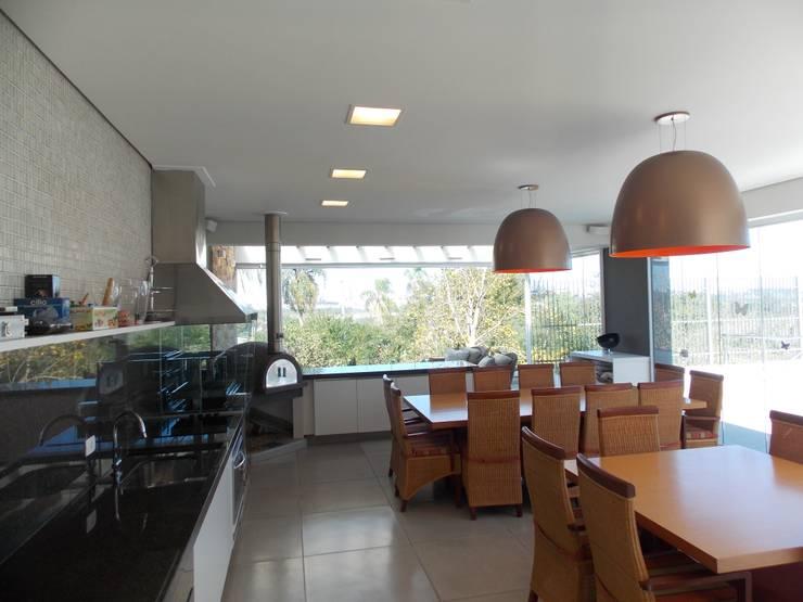 Area Gourmet: Piscinas modernas por Guilherme Celeste Arquitetura