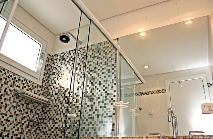 Bathroom by Angelica Pecego Arquitetura,