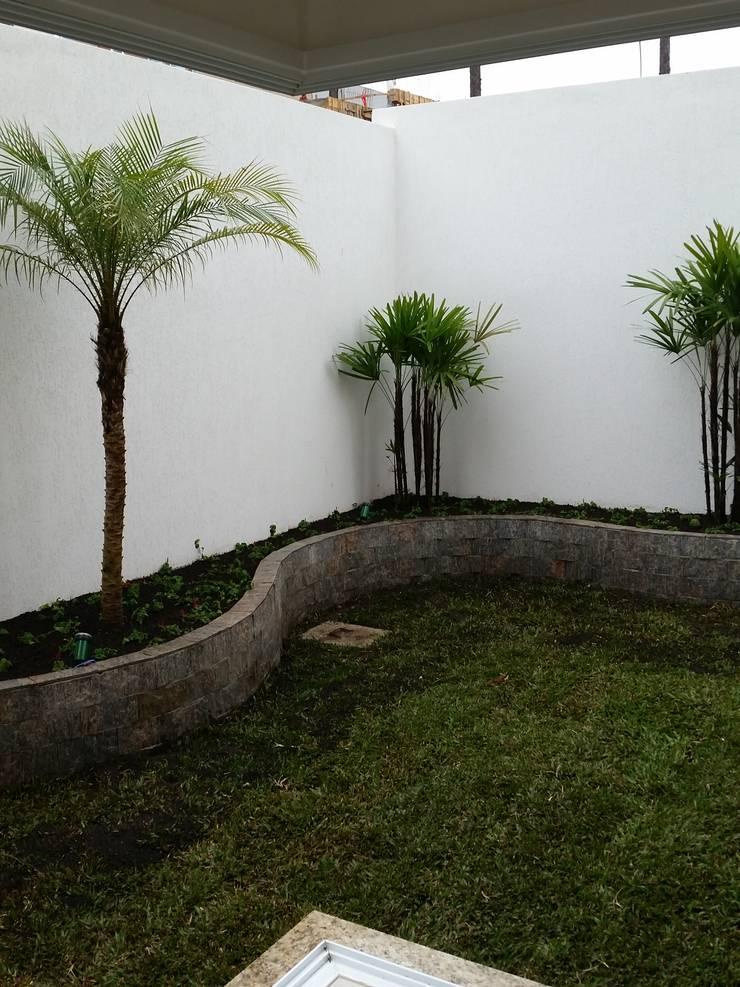 RJH: Jardins  por Angelica Pecego Arquitetura,Eclético