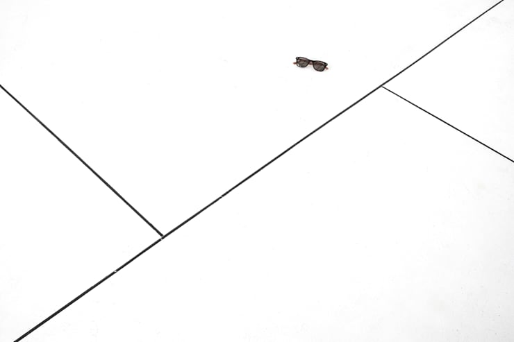 Apartamento Blanco y Negro: Salas / recibidores de estilo  por CENTRAL ARQUITECTURA