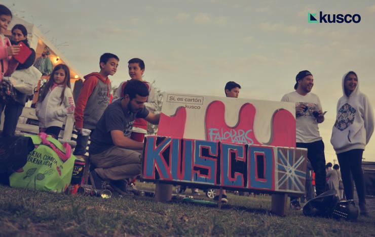 Kusco : Livings de estilo  por KUSCO