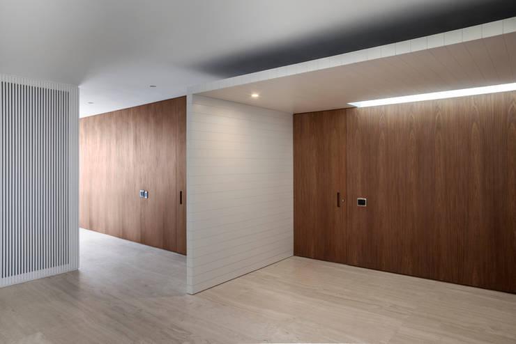 Sala Íntima: Salas de estar  por Fabio Rudnik Arquitetura