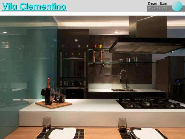 Cozinha Moderna: Cozinhas  por Daniel Kalil Arquitetura,Moderno Vidro