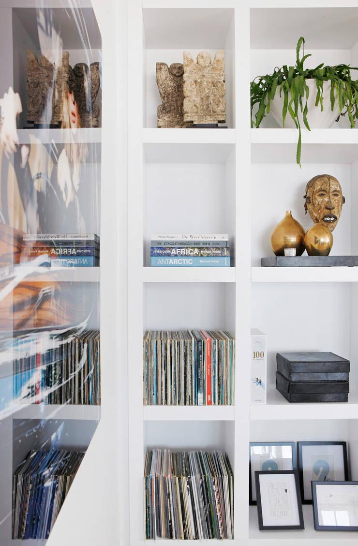 Appartement aan Zee:  Woonkamer door Grego Design Studio, Modern
