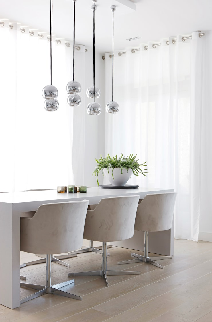 Appartement aan Zee:  Eetkamer door Grego Design Studio, Modern