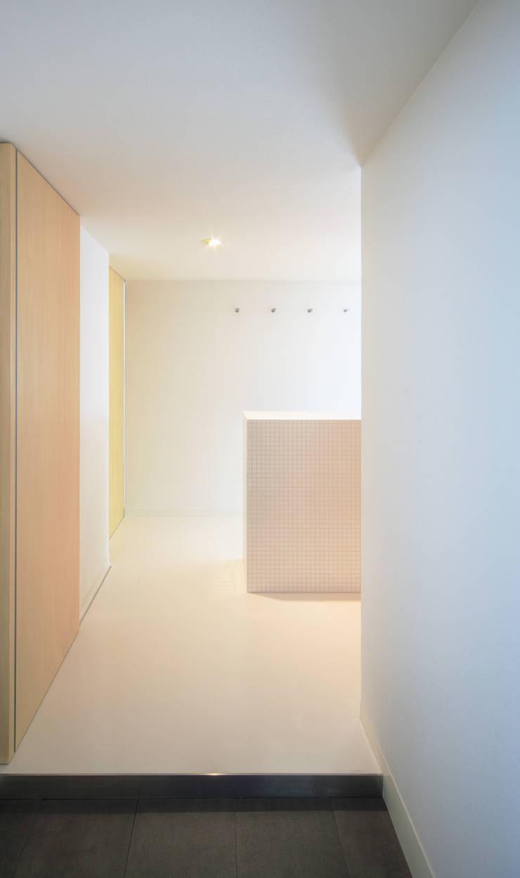 玄関ホール: カナタニ建築設計工房が手掛けたです。