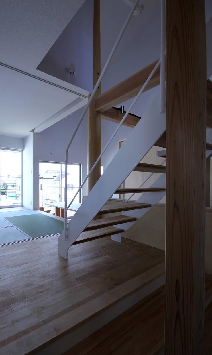 山荘町の家: ナオ デザイン&パートナーズ/NaO Design&Partnersが手掛けた家です。