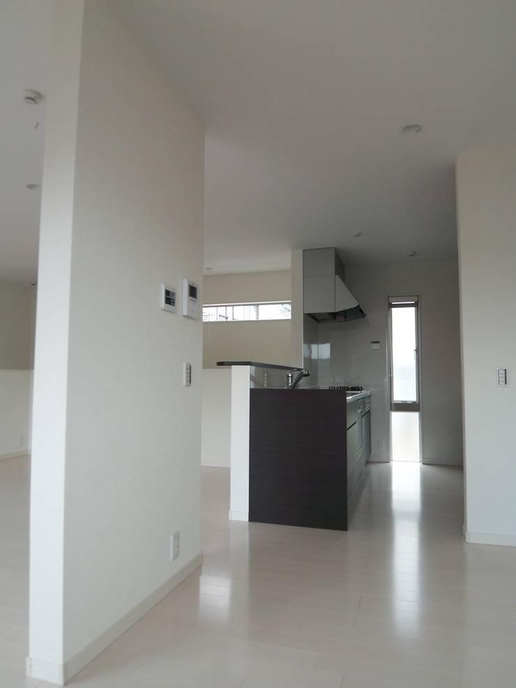 キッチン: モノマ建築設計事務所が手掛けたキッチンです。