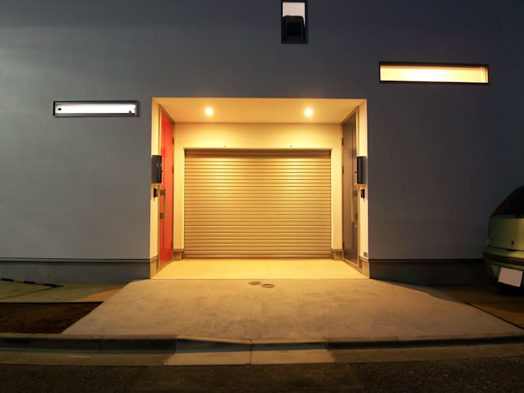 ファサード: モノマ建築設計事務所が手掛けたガレージ&小屋です。