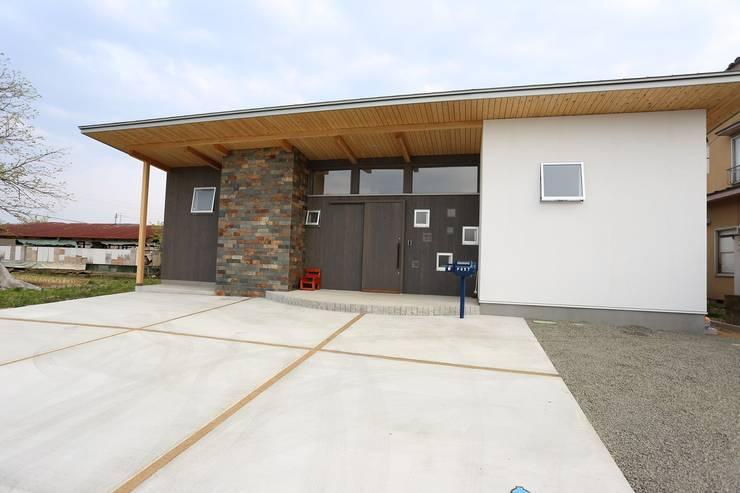 ファサード: 遠藤知世吉・建築設計工房が手掛けた家です。,和風