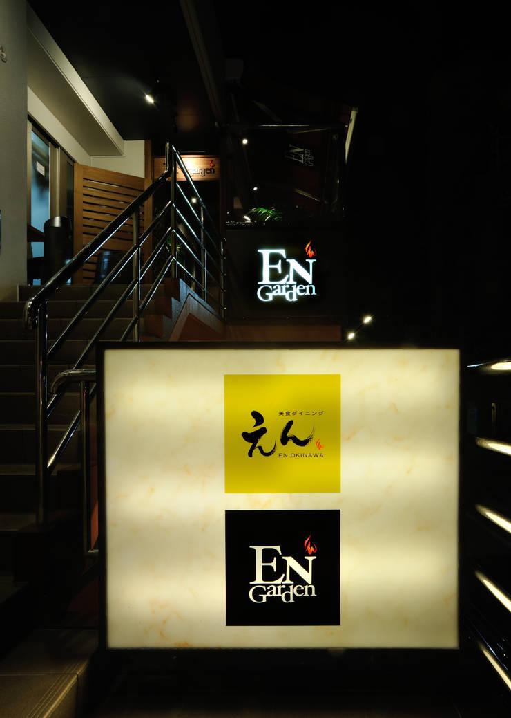 美食ダイニング えん沖縄: design work 五感+が手掛けたバー & クラブです。