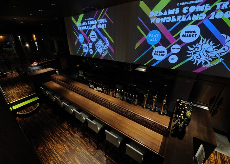 Bar & Klub  oleh design work 五感+, Eklektik