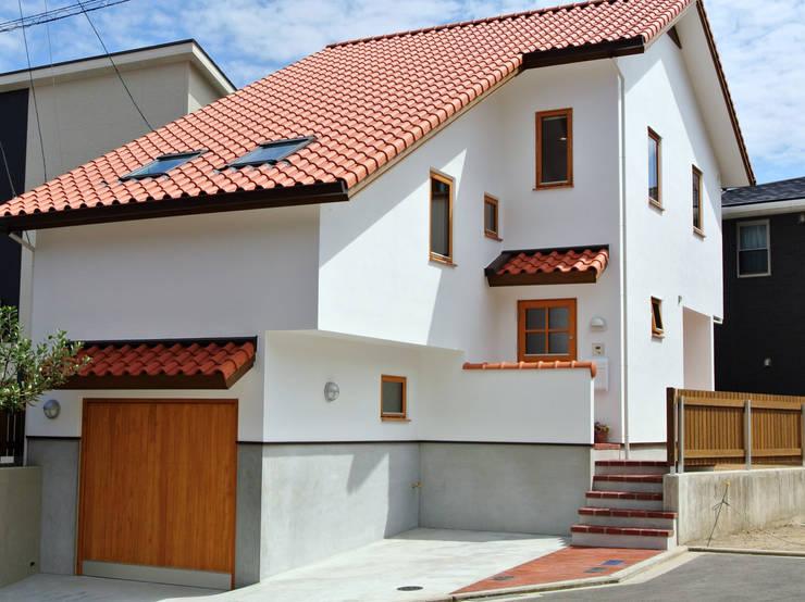 ビルトインガレージからスタートしたスキップフロア: 株式会社 ヨゴホームズが手掛けた家です。,