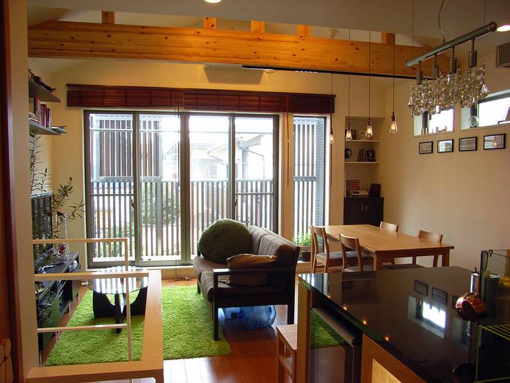 moderne Wohnzimmer von 姫松親一郎建築設計事務所