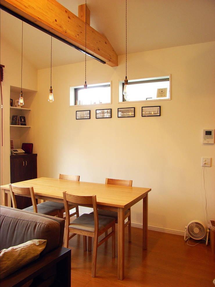 葛飾の住宅: ㈱姫松建築設計事務所が手掛けたダイニングです。