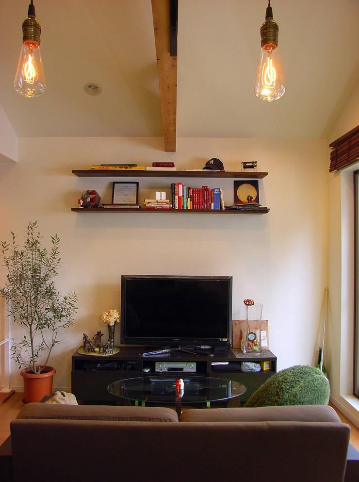 葛飾の住宅: ㈱姫松建築設計事務所が手掛けたリビングです。