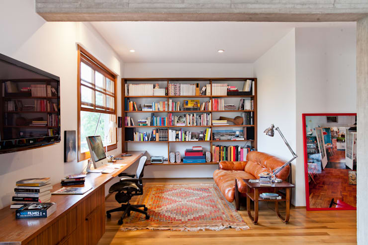 Estudios y despachos de estilo  por Estúdio Paulo Alves
