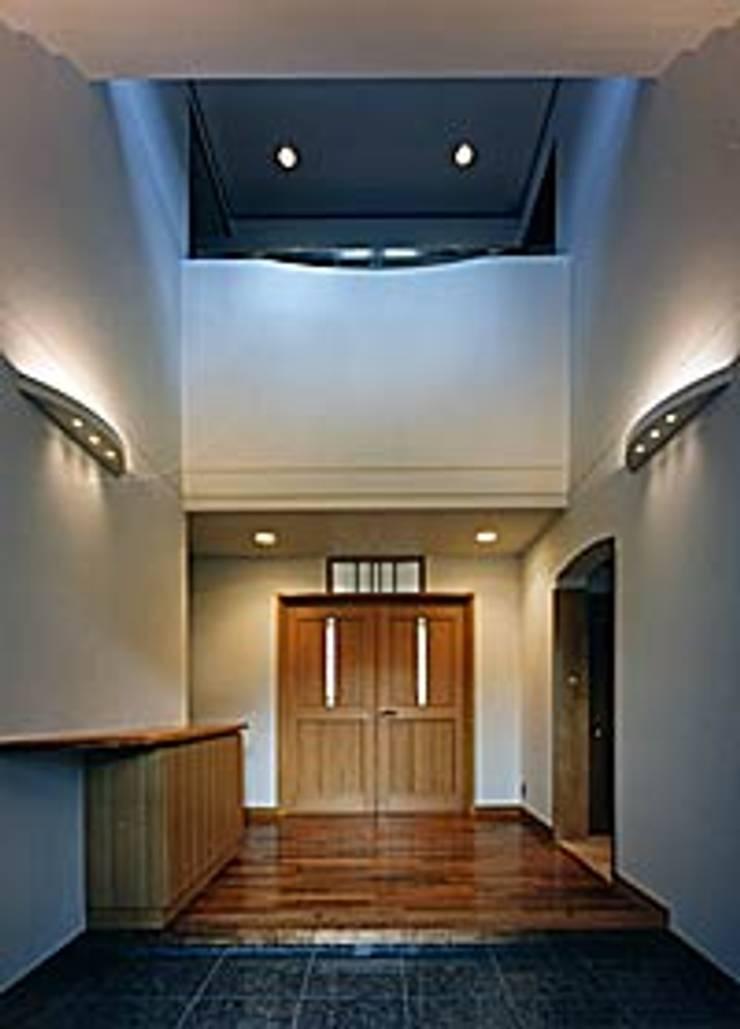 吹田市K邸 オリジナルスタイルの 玄関&廊下&階段 の 株式会社C・E・M椎原総合設計 オリジナル