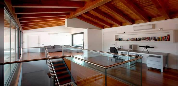 Habitatge Ramon Llull: Cocinas de estilo clásico de López Clavería Arquitectos