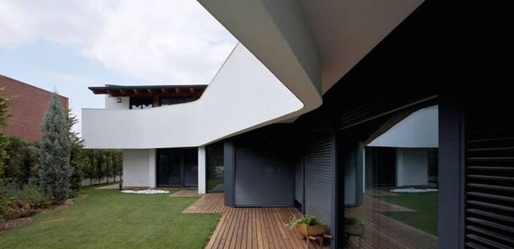 Habitatge Ramon Llull: Casas de estilo clásico de López Clavería Arquitectos