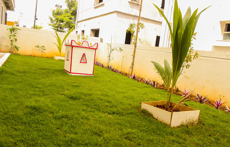 Villa at Appa Junction, Hyderabad.:  Interior landscaping by Happy Homes Designers