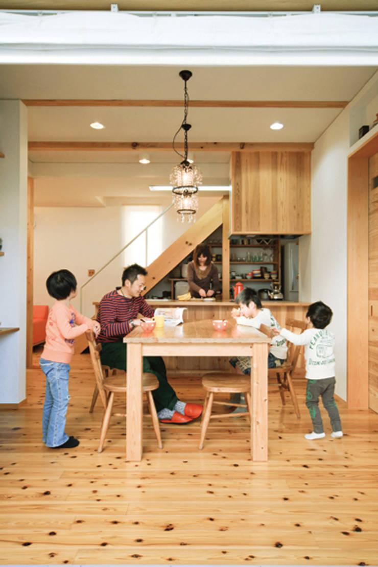 路地のある家: 株式会社田渕建築設計事務所が手掛けたダイニングルームです。