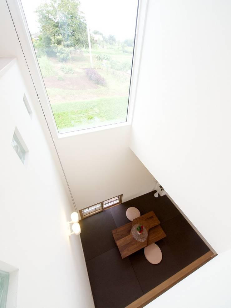 『 ほっとくつろぐ茶の間のあるすまい  』 :  Live Sumai - アズ・コンストラクション -が手掛けた和室です。,モダン 紙