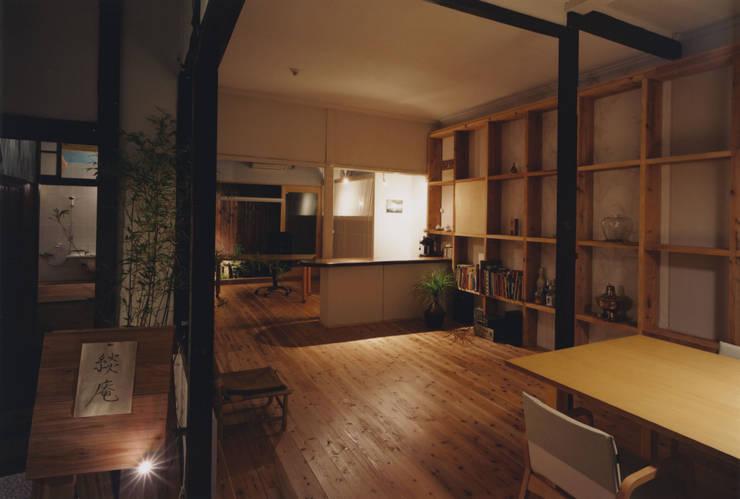 アトリエ: 建築設計室Morizo-が手掛けた書斎です。