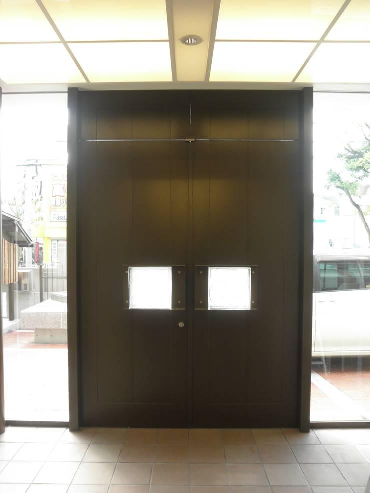 神慈秀明会町田教会 モダンな 窓&ドア の 今井建築設計事務所 モダン
