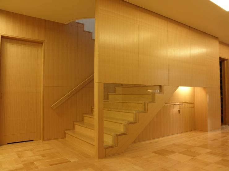 神慈秀明会町田教会 モダンスタイルの 玄関&廊下&階段 の 今井建築設計事務所 モダン