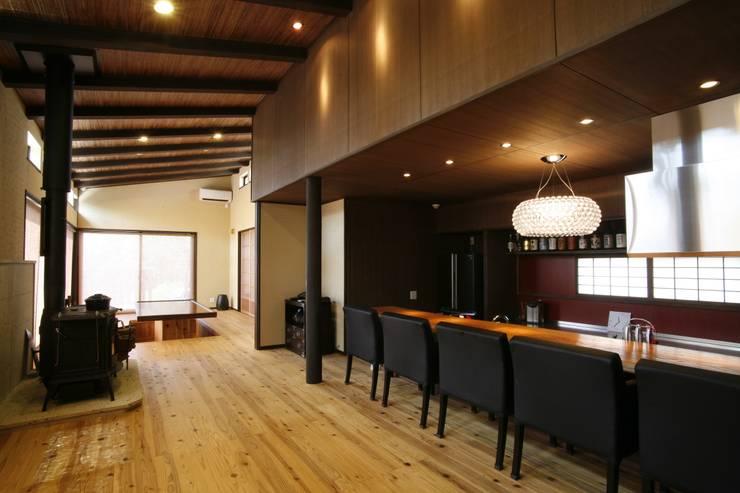 神奈川県鎌倉市 鎌倉山の家: Gen Design Factoryが手掛けたダイニングです。