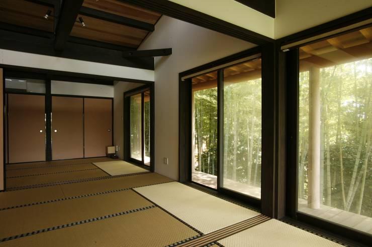 神奈川県鎌倉市 鎌倉山の家: Gen Design Factoryが手掛けた和室です。