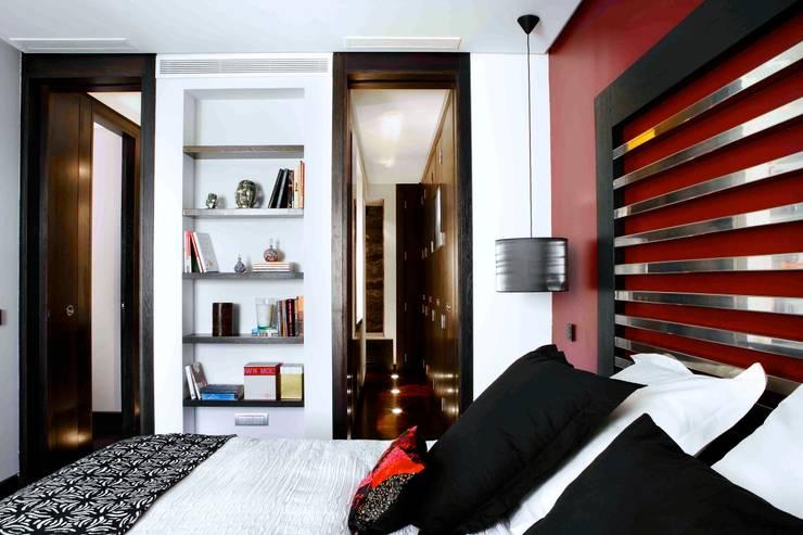 RIVIA: Dormitorios de estilo  de MILLENIUM ARCHITECTURE
