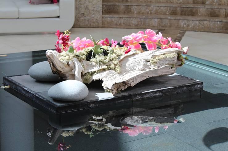 Centro floral: Piscinas de estilo  de Apersonal