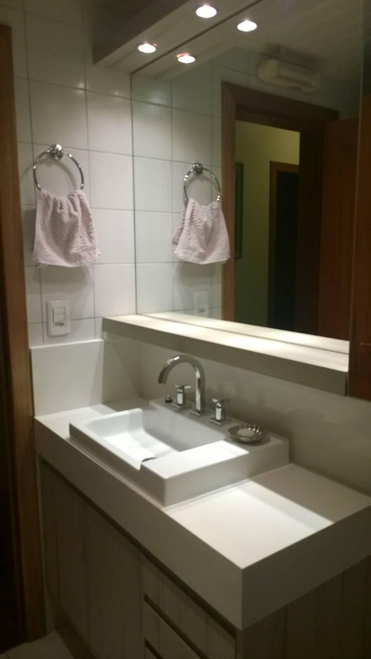 Banho Social: Banheiros  por Liana Salvadori Arquitetura e Interiores