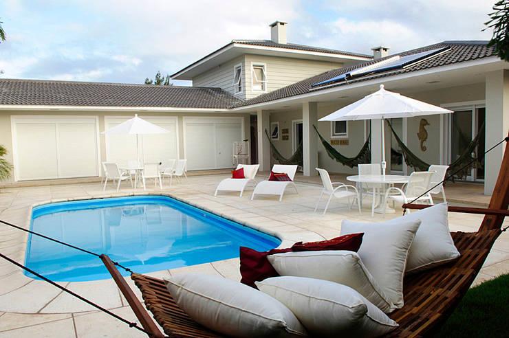 Casa de Praia em Xangri-lá – RS: Casas  por Londero Moraes Arquitetura & Design