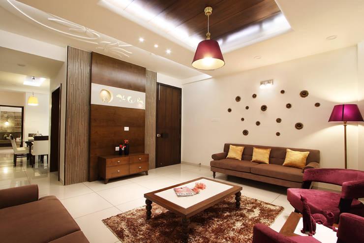 SAKET:  Living room by SPACEPLUS