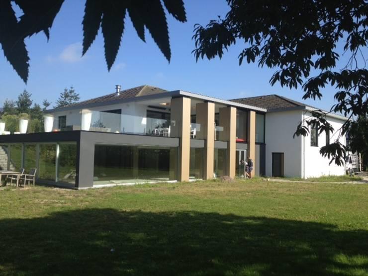 Restylen Villa te Essen:  Huizen door Vergouwen & Van Rijen architecten BNA BVBA