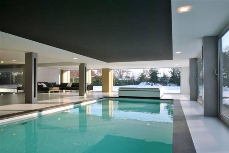Restylen Villa te Essen:  Woonkamer door Vergouwen & Van Rijen architecten BNA BVBA