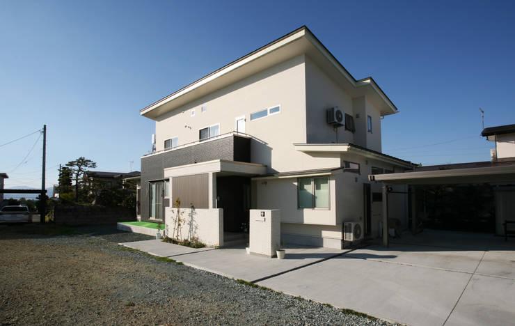 Casas de estilo  por 吉田設計+アトリエアジュール