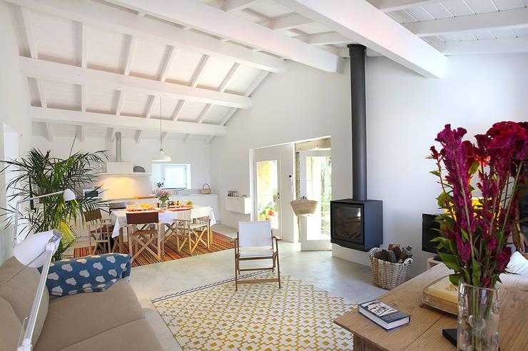Salas de estilo  por MANUEL CORREIA FERNANDES, ARQUITECTO E ASSOCIADOS