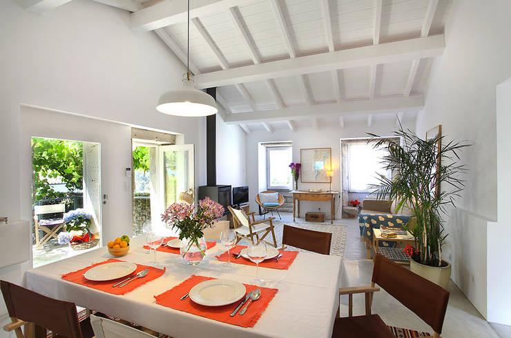 Sala de Jantar: Salas de jantar  por MANUEL CORREIA FERNANDES, ARQUITECTO E ASSOCIADOS,Moderno