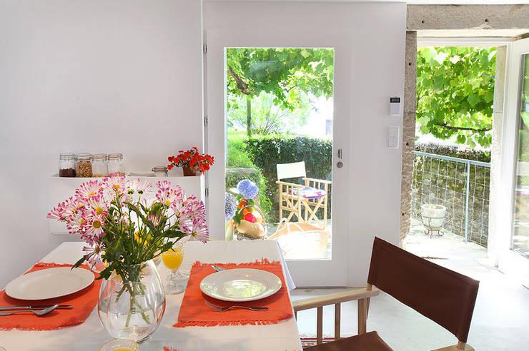 Sala: Salas de jantar modernas por MANUEL CORREIA FERNANDES, ARQUITECTO E ASSOCIADOS