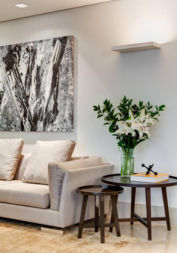 Detalhe : Salas de estar  por Lage Caporali Arquitetas Associadas,Moderno
