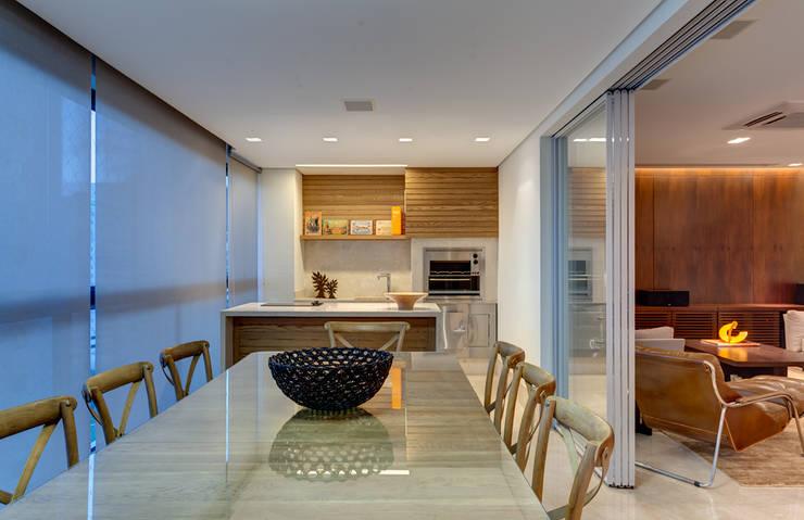Varanda Gourmet: Terraços  por Lage Caporali Arquitetas Associadas,Moderno