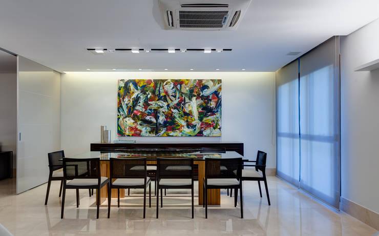 Sala de Jantar: Salas de jantar  por Lage Caporali Arquitetas Associadas,Moderno